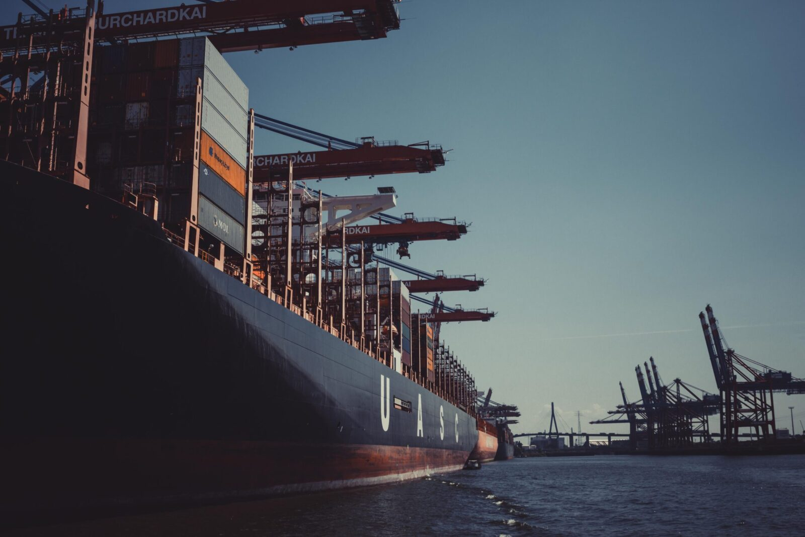 shallow-focus-photography-of-black-ship-1095814